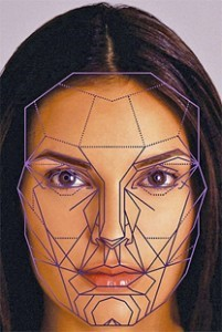 Burun estetiğinde yüz estetiğinde olduğu gibi poligonik değerlendirim önemlidir.